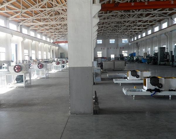 大型均质机厂房环境